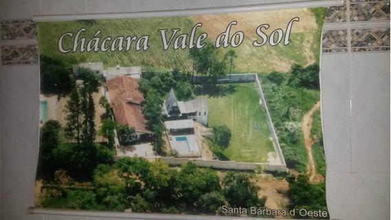 Chácara - 2500m2 - Casa, Salão, Campo, Chalé, Banheiros!
