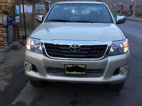 Toyota Hilux Version Semi Full