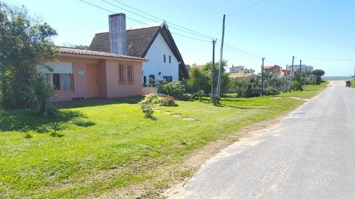 Imagen 1 de 4 de Punto Río | Dos Casas En La Aguada A Metros Del Mar