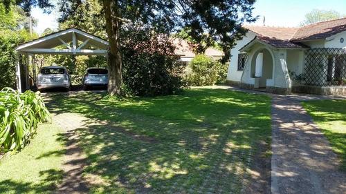 Casa Venta 2 Dormitorios, Pileta Y Parrilla Terreno 924 Mts 2 Totales - La Plata