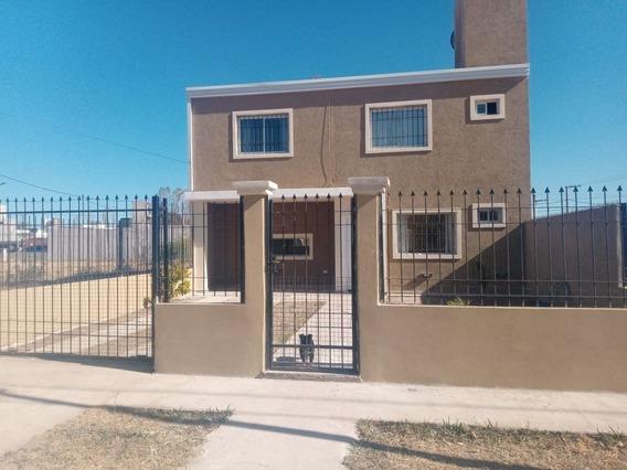 Vendo Casa De Tres Dorm En Barrio Spilimbergo Norte /chacras Del Norte