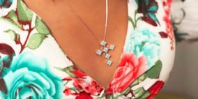 Colar Crucifixo Cravejado Com Zircônias Azul Em Banho Ródio