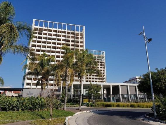 Departamento En Venta En Santa Fe De Juriquilla, Queretaro, Rah-mx-21-934