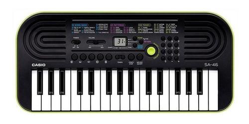 Imagen 1 de 5 de Teclado musical Casio Mini SA-46 32 teclas Negro/Verde