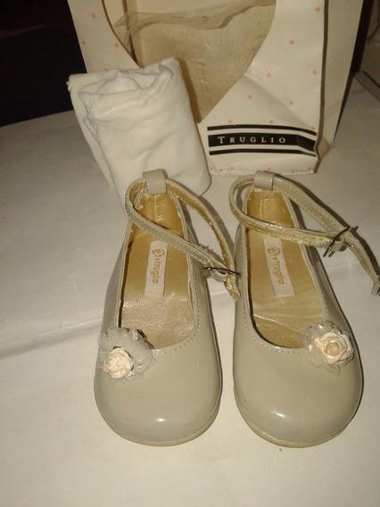 Zapato Truglio Charol Crema 20 Pulserita Perfecto