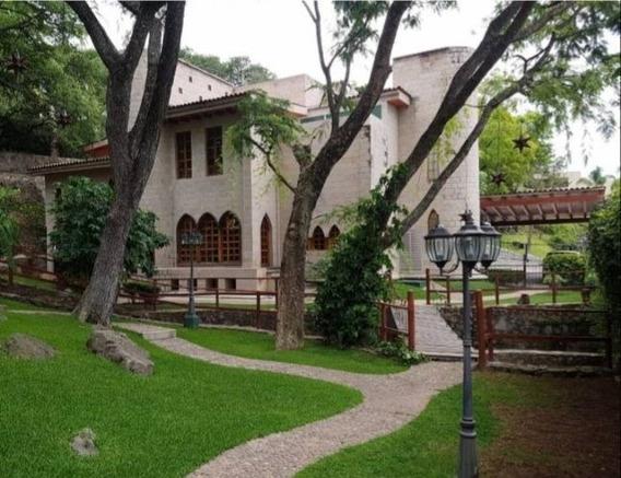 Excelente Residencia En Venta En Las Cañadas Con Estilo Unico