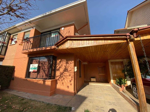 Casa De 2 Pisos Con 3d,3b,150 M2 Totales En Ciudad