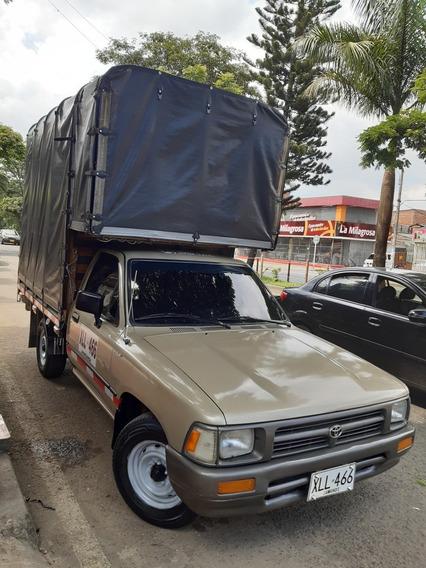 Camioneta Toyota Hilux Estacas