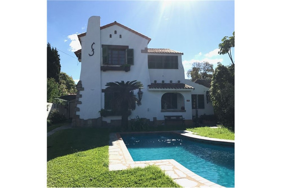 Venta Espectacular Casa Lote De 850m2 Adrogue !!