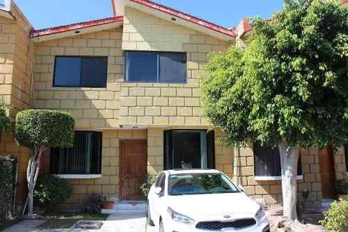 Casa En Venta En Villas De La Corregidora (el Pueblito)