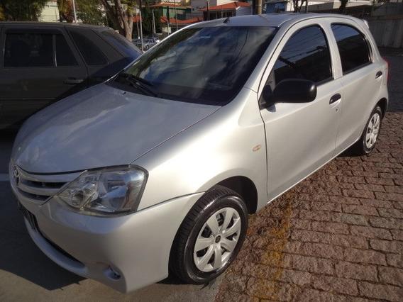 Toyota Etios H. 1.3 X 2013