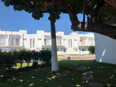 Venta De Casa Con 3 Rec. Dentro De Coto Privado Con Alberca, A 5 Min. De La Playa