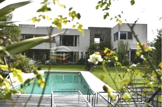 Exclusivisima Casa De Estilo Moderno En Venta En Country San Diego