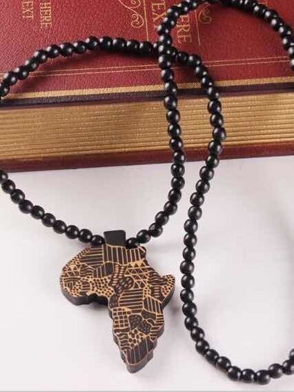 Colar Mapa Africa Rastafari Haile Selassie Preto Com Bege