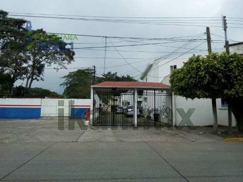 Renta Casa 2 Recamaras Con Alberca Col. Rodriguez Cano Tuxpan Veracruz. Uso De La Alberca Compartido, Esta Ubicada En Un Fraccionamiento Privado Sobre El Boulevard Independencia. La Casa Cuenta Con S