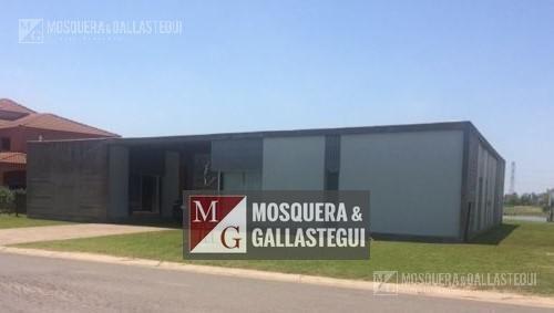 Mosquera Y Gallastegui - Casa Moderna Al Lago En San Benito