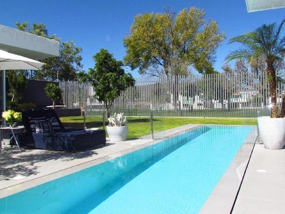 Residencia Con Alberca Y Acceso Al Campo De Golf En Venta En Villas Del Mesón, Juriquilla