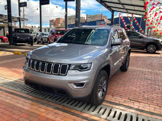 Jeep Grand Cherokee Laredo 2020 Gris Metal