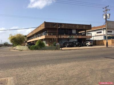 Centro Comercial En Zona Industrial 321
