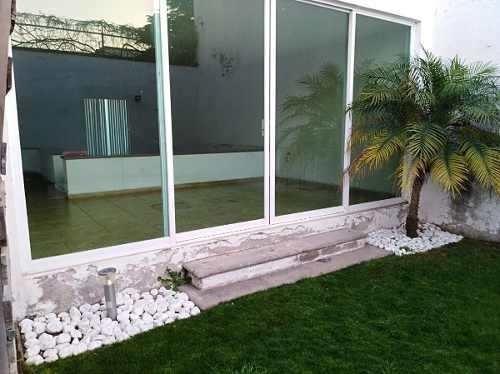 Linda Casa En Tejeda Con Jardín, 3 Recámaras, Estudio, 2.5 Baños, Cochera 2 Auto