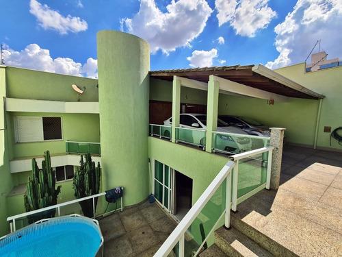 Casa De 4 Quartos 5 Banheiros E 3 Vagas De Garagem Cobertas - 1278