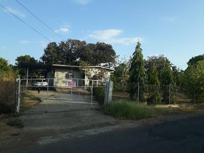 Casa Con 3mil 995 Metros Cuadrados