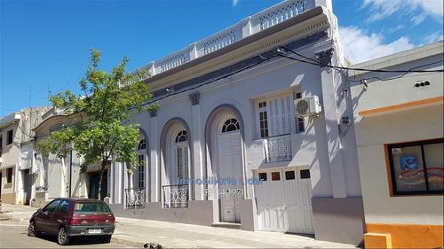 Imagen 1 de 24 de Gran Casa En La Ciudad De Salto Para Vivienda O Inversión