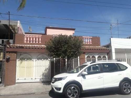 Casa En Venta En Fraccionamiento Bernardo Reyes.