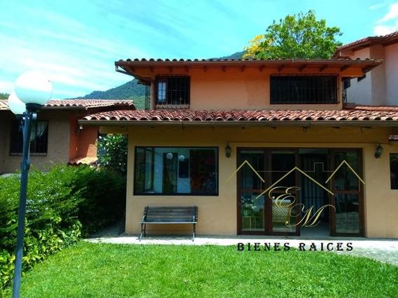 Casa En Merida. 2 Plantas, 4 Ambientes. 3 Baños. Terraza