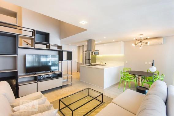 Apartamento No 4º Andar Mobiliado Com 1 Dormitório E 2 Garagens - Id: 892981698 - 281698