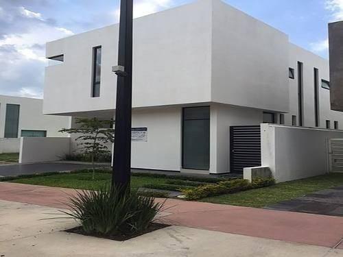 Casa En Solares Con 4 Recàmaras Y Dentro De Coto