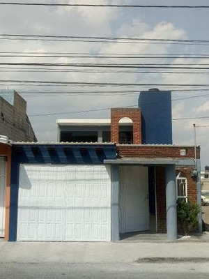 Casa En Col. Santa Ana Tlapaltitlan, Toluca.