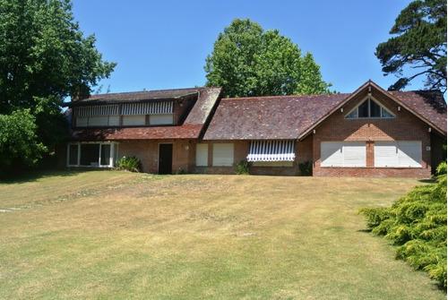 Casa En Venta / 5 Dorm /  Punta Del Este /  Golf / At2 6380