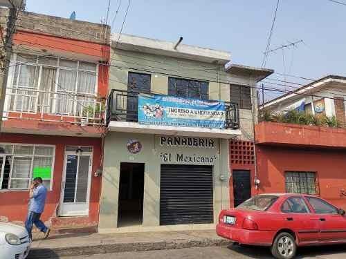 Casa De 2 Niveles En La Col. Morelos , Frente A La Cruz Roja
