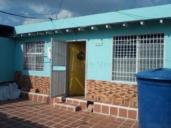 Acogedora Casa En Alquiler En Cabudare #20-21183