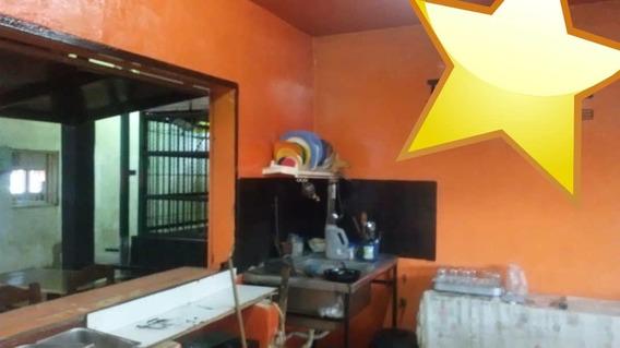 Local De Comida/ Parque De Ferias De San Jacinto/04249155109