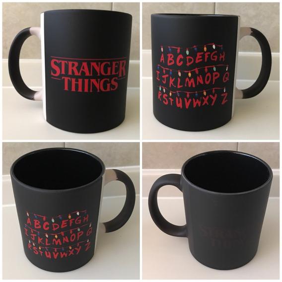 Stranger Things Taza Magica Fondo Negro Abecedario Run