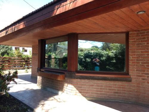 Venta Chalet 5 Amb Excelente-piscina-quincho-parque-cochera-parque-permuta-barrio El Grosellar