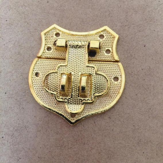 Broche Porta Candado Tipo Escudo. Codigo 300
