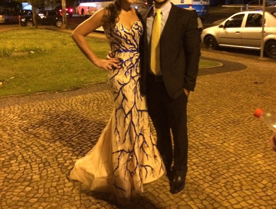 Vestido Madrinha Festa Fundo Nude Com Bordado Azul