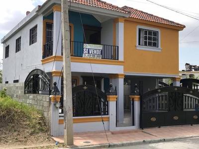 Se Vende Esta Hermosa Casa En Una Urbanización