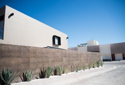 Hermosa Casa Con Estilo Minimalista Moderna En Fracc. Privado Y Cuarto En Pb.