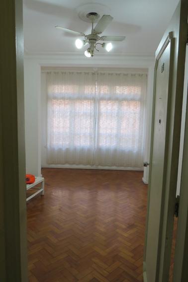 Copacabana Posto , Sala E 03 Quartos Sem Garagem.