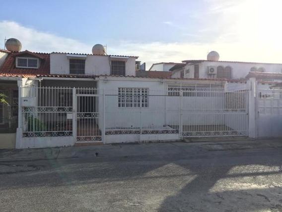Casa En Venta Zona Este Barquisimeto Lara 20-2287 Rahco