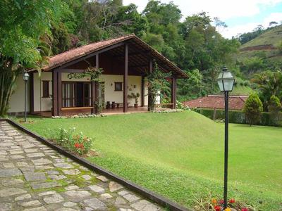 Casa Ampla Em Condomínio Fechado De Alto Nível!