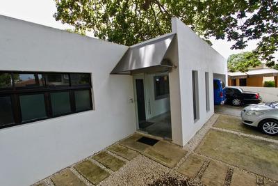 Casa De Esquina Remodelada Para Oficina Los Prados