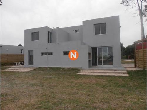 Casa En Venta, Pinares, Punta Del Este, 3 Dormitorios.- Ref: 209484
