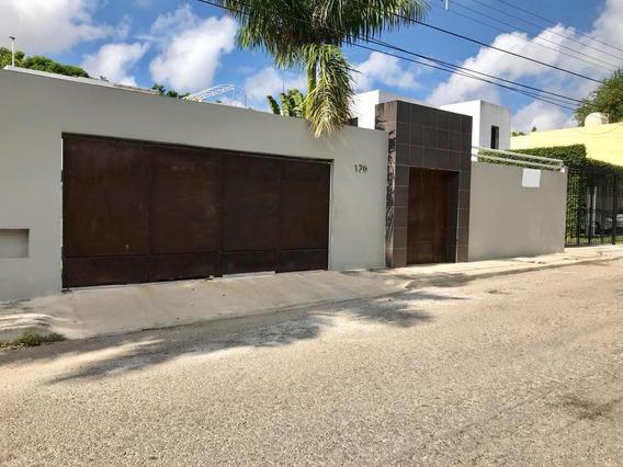 Casa En Venta En Merida, Montes De Ame. ¡4 Habitaciones Y Piscina!