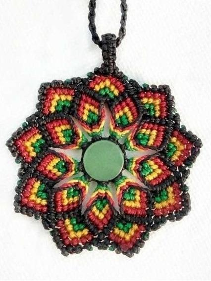 Colar Artesanal Em Macramê Mandala Com Quartzo Verde