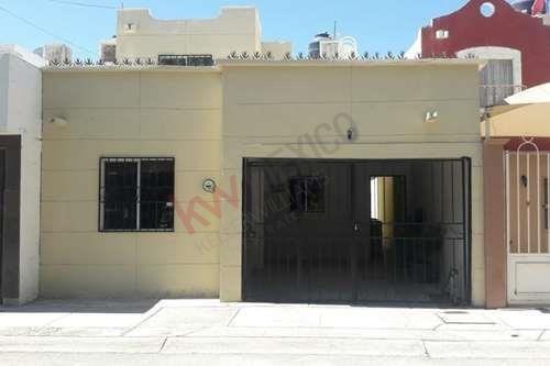 En Venta Hermosa Casa Residencial Equipada, En Circuito Cerrado Y Caseta De Vigilancia.